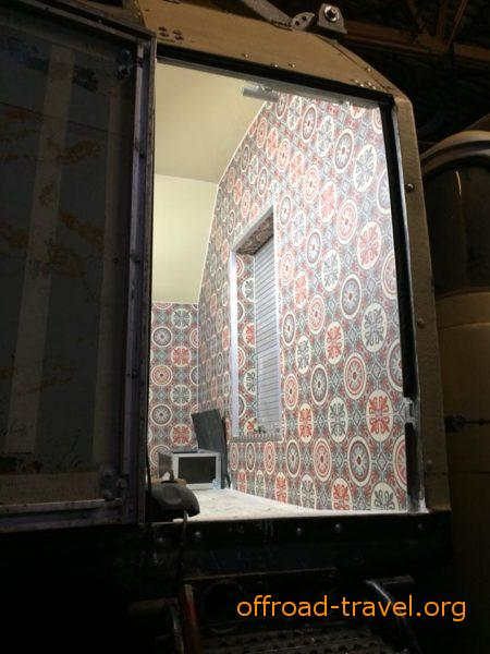 Hier entsteht die Nasszelle/ Wc. Die Wände wurden mit Vinyl beklebt.